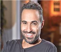 فيديو وصور| أحمد فهمي يتبرع لمركز الأورام بالفيوم