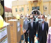 محافظ كفر الشيخ يوزع مساعدات مالية وأجهزة كهربائية لمحدودي الدخل