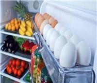 استشاري تغذية يحذر: حفظ البيض في باب الثلاجة سم قاتل