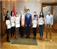 وزير الشباب يكرم أعضاء مبادرة مساعدة المتضررين من انفجار بيروت