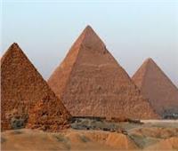 الآثار تكشف حقيقة وجود أعمال حفر داخل هضبة الأهرامات الأثرية