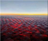 مشهد مخيف كالجحيم في السماء.. هل اشتعلت السحب فعلا بسبب حرائق أمريكا؟