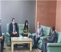 مصطفى ألهم يستقبل وزيرة التعاون الدولي بمطار الأقصر الدولي