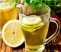 لصحتك.. طبيب يؤكد «الليمون المغلي» ليس له فائدة صحية