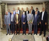 وزير الرياضة يكرم منظمي حفل قرعة بطولة العالم لليد