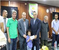 محافظ شمال سيناء يسلم جوائز المسابقة الإذاعية «حكاية وطن»