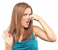 لجمالك.. أسباب وجود رائحة سيئة للشعر ونصائح لتجنبها