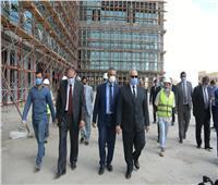 صور.. رئيس جامعة القاهرة يتفقد معهد الأورام الجديد 500 500