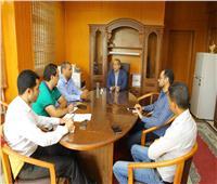 اجتماع رئيس جامعة الأقصر بمسئولي وحدة إدارة الأزمات والكوارث بالجامعة