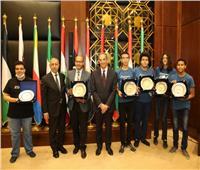 وزير الاتصالات يكرم الفائزين بـ 4 ميداليات دولية بالأولمبياد الدولي للمعلوماتية