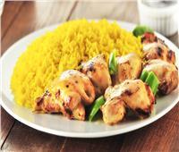 طبق اليوم.. «شيش طاووق مع أرز بالكاري»