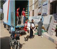 صور| الهلال الأحمر يُسلم إعانات لأصحاب المنازل الغارقة في المنوفية