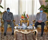 وزير الطيران المدني وسفير السنغال يبحثان التعاون في مجالات النقل الجوي