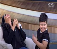 بالفيديو| منى الشاذلي تفقد السيطرة على نفسها بعد دخولها فى ضحك هيستيري