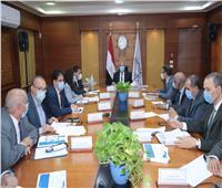 وزير النقل يبحث مع البنك الدولي سرعة إنهاء تطوير إشارات لخط القاهرة - الجيزة - بني سويف