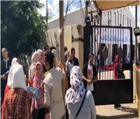 فيديو و صور.. قبل افتتاحه بـ5 ساعات  توافد الجمهور على معرض الإسكندرية