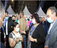 فيديو وصور| حوار بين طفلة ووزيرة الثقافة ينتهي بوعد أمام الجمهور