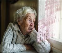 «بلاش التهميش والوجبات الدسمة».. أستاذ علم نفس يوضح كيفية التعامل مع كبار السن