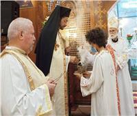 الأنبا باخوم يحتفل بعيد القديسة تريزا بكنيستها في الشرابية