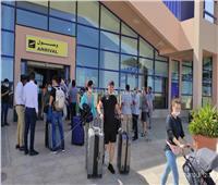 وصول 97 سائحاً فرنسياً مطار مرسى علم وسط إجراءات احترازية عالمية