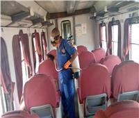 صور| منعًا لعدوى كورونا.. «السكة الحديد» تعقم القطارات والمحطات