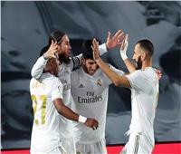 بنزيما يقود هجوم ريال مدريد ضد ليفانتي في الليجا