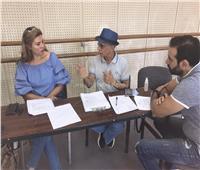 صور من الكواليس.. رانيا فريد شوقي تقدم حفل افتتاح «أولادنا»