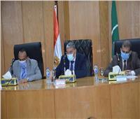محافظ المنيا يوجه رؤساء المدن بالتيسير على المواطنين بملفات التصالح