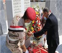 محافظ سوهاج يضع إكليل الزهور على النصب التذكاري لشهداء أكتوبر