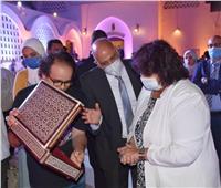 صور| وزيرة الثقافة تسلم شهادات تخريج الدفعة الأولى لمبادرة «صنايعية مصر»