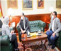 وزيرة الصحة تكرم الفنان خالد الصاوي لتطوعه في حملات توعوية