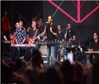 صور| تامر عاشور يُشعل حفله في «آداب إسكندرية»