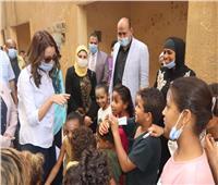 صور| الجيزة وجامعة القاهرة تدخلان البسمة لسكان عشش السودان