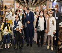 فيديو وصور  الرئيس السيسي يفتتح معرض تراثنا للحرف اليدوية