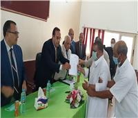 تسليم 50 مواطن عقود المنازل البدوية بوسط سيناء