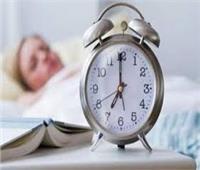 5 حيل ذكية للاستيقاظ مبكرًا بدون منبه
