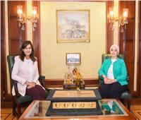 وزيرة الهجرة تلتقي النابغة «دينا راشد»