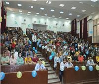 صور | رئيس جامعة الأزهر يشرح أسباب ارتفاع التنسيق للطلبة الجدد بكلية الطب