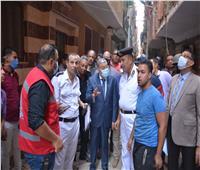 محافظ المنيا يتفقد موقع «حريق» تسبب في انهيار جزئى لـ 6 منازل بحي أبو هلال