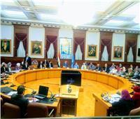 محافظ القاهرة يجتمع مع قيادات التعليم والصحة لمناقشة استعدادات العام الدراسي