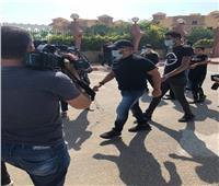 فيديو | أحمد السقا يصل مسجد الشرطة لتشيع جثمان محمود ياسين