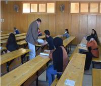 رئيس «جامعة سوهاج» يتفقد امتحانات التيرم الصيفي فى «الآداب» و«الحقوق»
