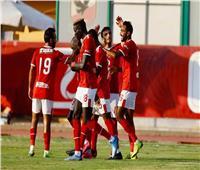 صور| مدرب الأهلي السابق يزور بعثة النادي في المغرب