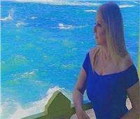 ندى بسيوني تتألق بـ«الزهري» على شاطئ الإسكندرية