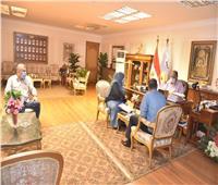 محافظ أسيوط يعلن وضع خطة لزيادة تحصيل الإيرادات وترشيد الاستهلاك