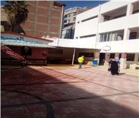 صور| استعدادا لاستقبال العام الجديد.. تطهير المدارس في حي أول الإسماعيلية