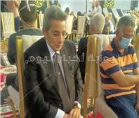 فيديو وصور| وصول محمود سعد إلى عزاء الراحل محمود ياسين