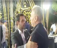 فيديو وصور| محمود حميدة يصل عزاء الراحل محمود ياسين