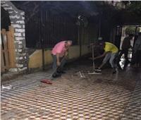 صور | معلمون بنجع حمادي ينظفون المدرسة قبل بدء العام الدراسي الجديد