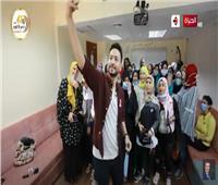 فيديو|  حمادة هلال يزور «المحاربات» في مستشفى «بهية»